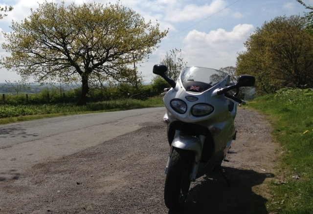 Triumph Sprint 955i with SP Engineering exhaust